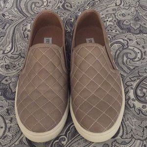 Steve Madden quilted Ecentrcq shoes taupe/gray 8